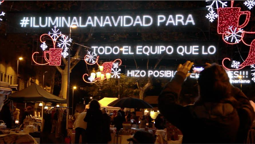 #iluminalanavidad en la Plaça de Sarrià con un tweet